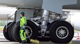 Clica en la imagen para ver en grande  Nombre:  Tren-aterrizaje-Airbus-A340_TINIMA20111125_0131_5.jpg Vistas: 652 Tamaño:  34,0 KB