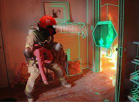 Clica en la imagen para ver en grande  Nombre:  c-thru-smoke-diving-helmet-by-omer-haciomeroglu1.jpg Vistas: 190 Tamaño:  135,5 KB